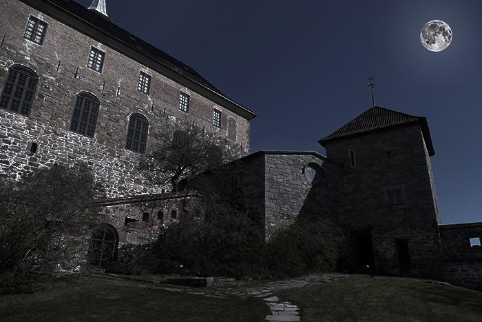La forteresse Akershus à Oslo de nuit