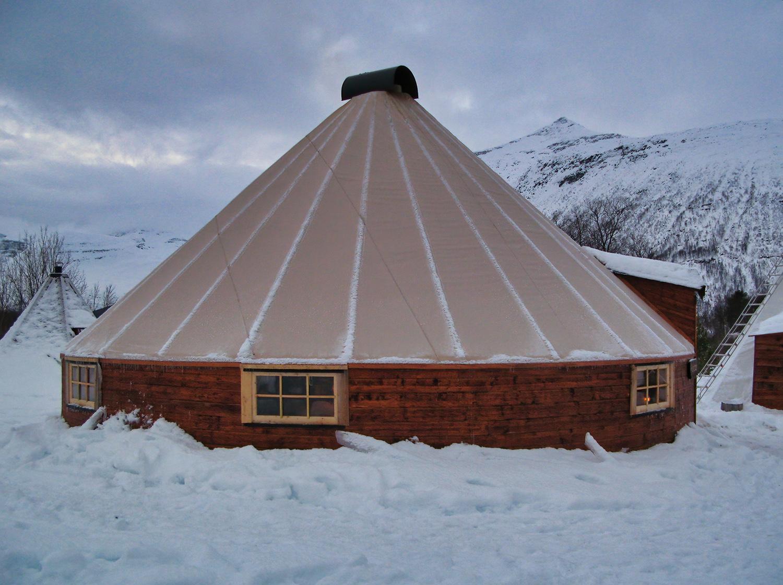Lavvo à Lyngsfjord Adventure près de Tromsø